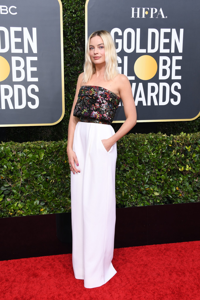 Margot Robbie wore a #CHANEL Fall 2019 Couture gown with an embroidered bustier top and ivory satin crepe skirt + #CHANELFineJewelry to the 2020 Golden Globe Awards. #GoldenGlobes