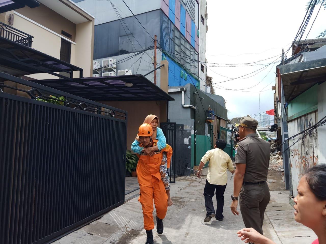 Evakuasi warga