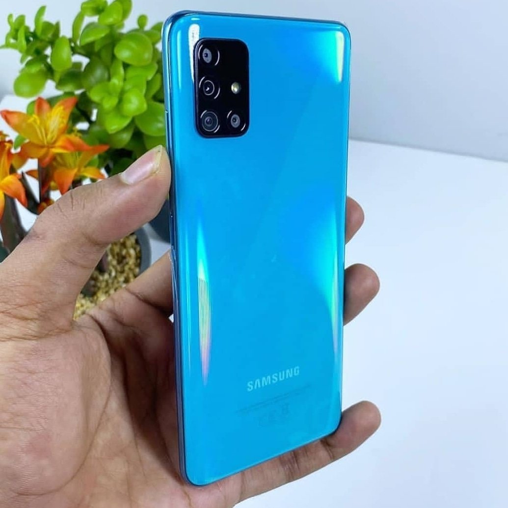 Guess the Phone?#Samsung#tech#technology#instagram#oneplus7#oneplus7pro#pubg #galaxynote9#galaxys10#galaxyfold #foldingphone#iphonex#samsunggalaxys10#galaxys10#technews#galaxys10plus#galaxys10e#indian #SamsungGalaxya80 #Samsunggalaxys11pic.twitter.com/VqMGoqstGc
