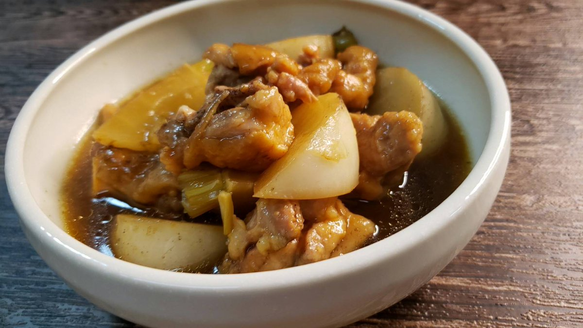 「鶏とカブのホロホロ烏龍茶煮込み」臭みの全く無い香ばしくてホロホロな身も心も温まる極上の煮込み料理になるのです!!