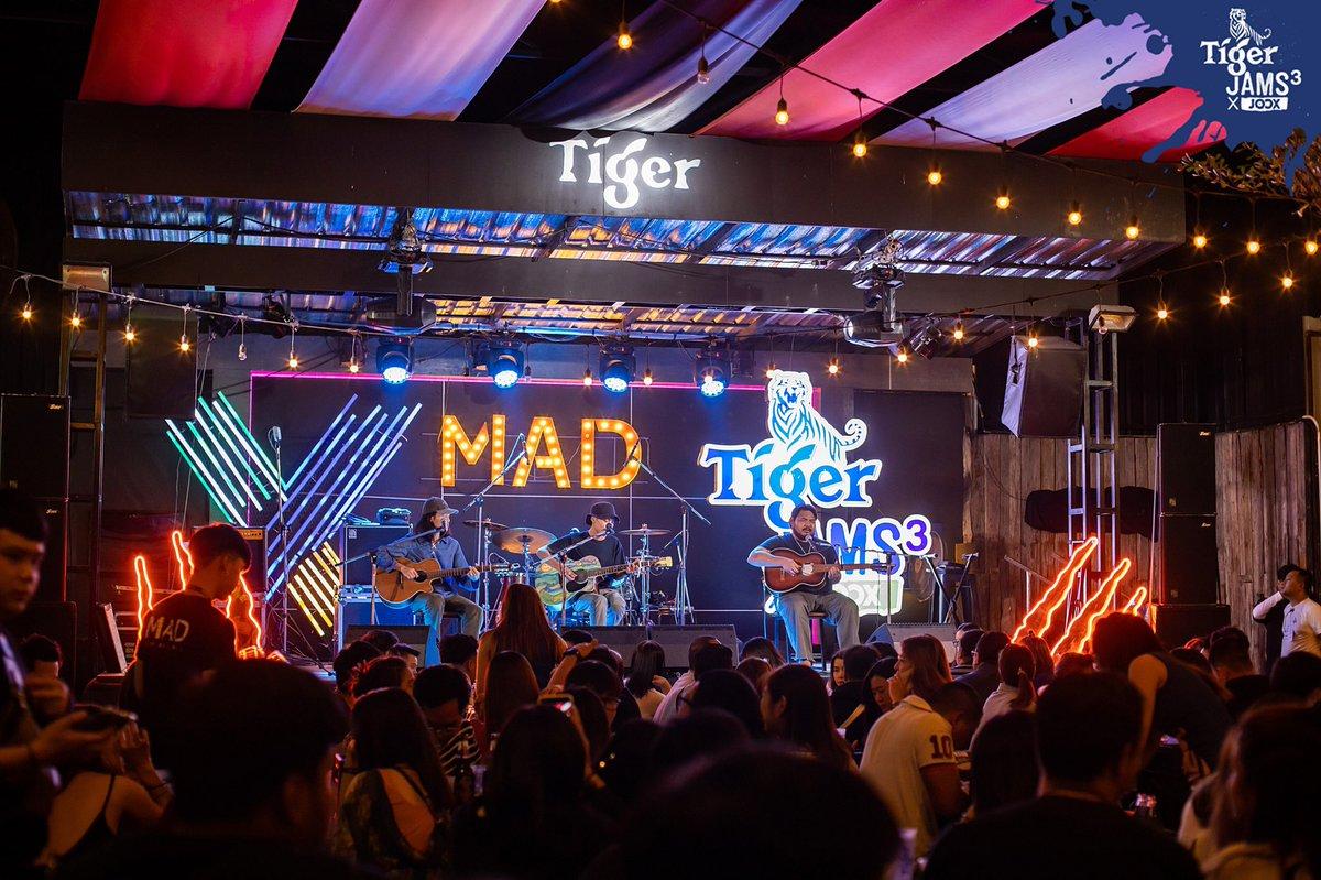 บอกเลยว่าม่วนหลาย 🎤 กับคอนเสิร์ต #TigerJams3xJoox #เสือถิ่น !  การ JAMS กันของเสือ #เขียนไขและวานิช VS เสือ #LIPTA เมื่อวันที่ 18 ธ.ค. 62 📍ที่ร้าน Mad Bar @เชียงใหม่ ชมภาพเต็ม ๆ ที่ https://t.co/cCjbHrg895 ครั้งหน้าจะไปต่อที่ไหน Follow @TigerBeerTH @JOOXTH ไว้จะได้ไม่พลาด 😎 https://t.co/84vBEXBBOt