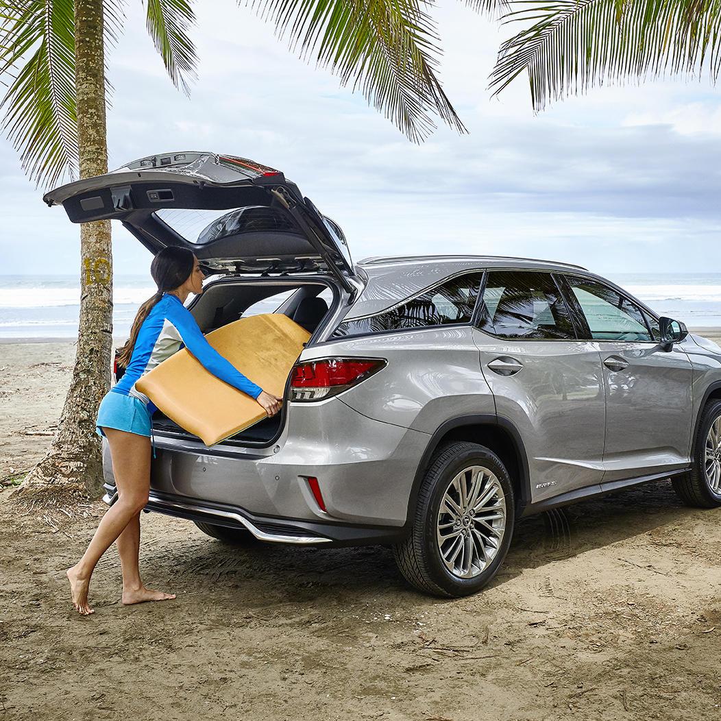 Los complementos ideales, la playa y el #LexusRX. #Lexus #ExperienceAmazing #Hybrid #LexusDriver #Summer2020 #Verano2020 https://t.co/qhCuDy6MxK