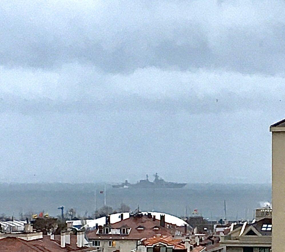 Rus Donanmasının Kuzey filosuna ait 055 Borda numaralı Slava sınıfı füze gemisi 'Mareşal Ustinov' İstanbul boğazında Kabataş açıklarında sürüklenip Moda açıklarına demirledi.  Gemi Moda açıklarında Boğaz girişinde bekliyor.