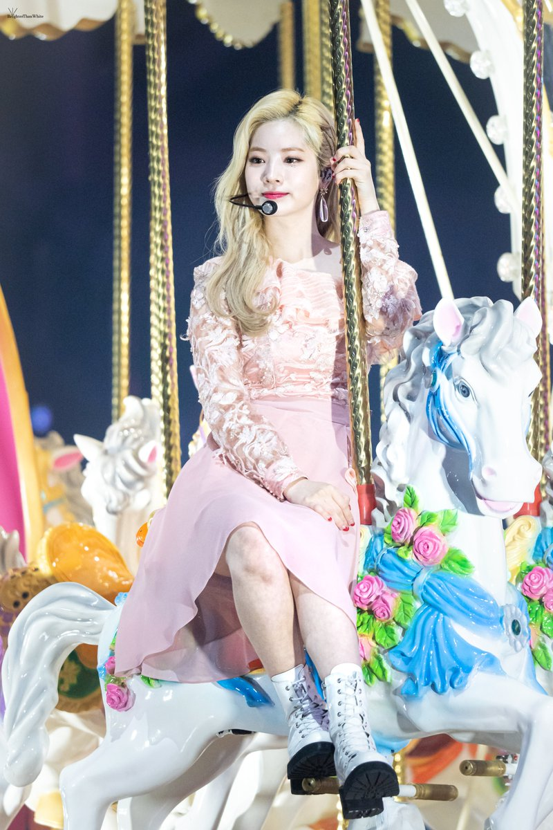 200104 GDA 🎠Every Pretty Princess Will Have A Beautiful Horse🎠 @JYPETWICE @JYPETWICE_JAPAN #TWICE #DAHYUN #트와이스 #다현 #ダヒョン #金多賢 #Always_With_TWICE #TWICE_네가있어난다시웃어