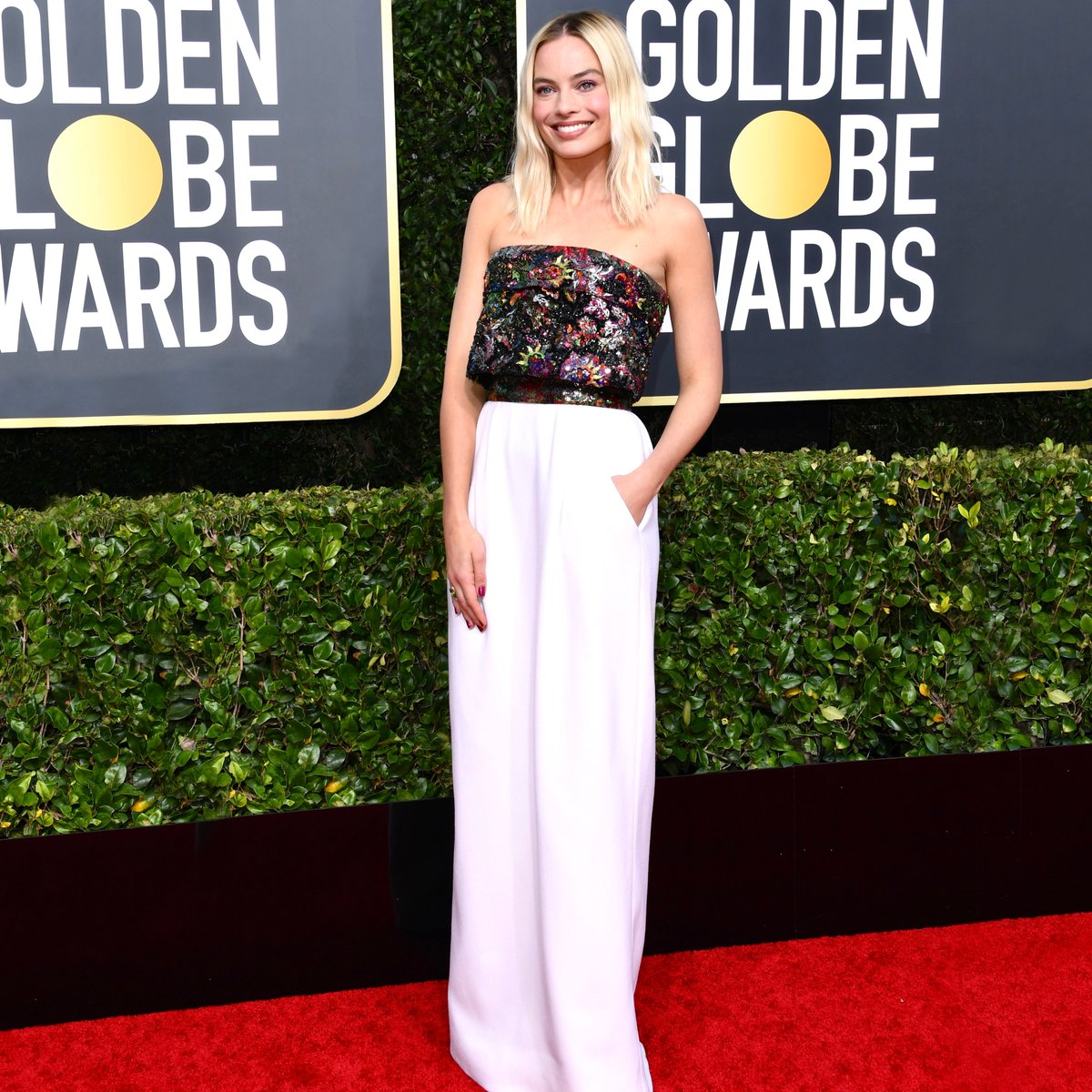 House ambassador Margot Robbie attended the 77th Golden Globes awards ceremony in an embroidered metallic bustier top with a long skirt in satin from the Fall-Winter 2019/20 Haute Couture collection. #CHANELinCinema #CHANELHauteCouture #GoldenGlobes