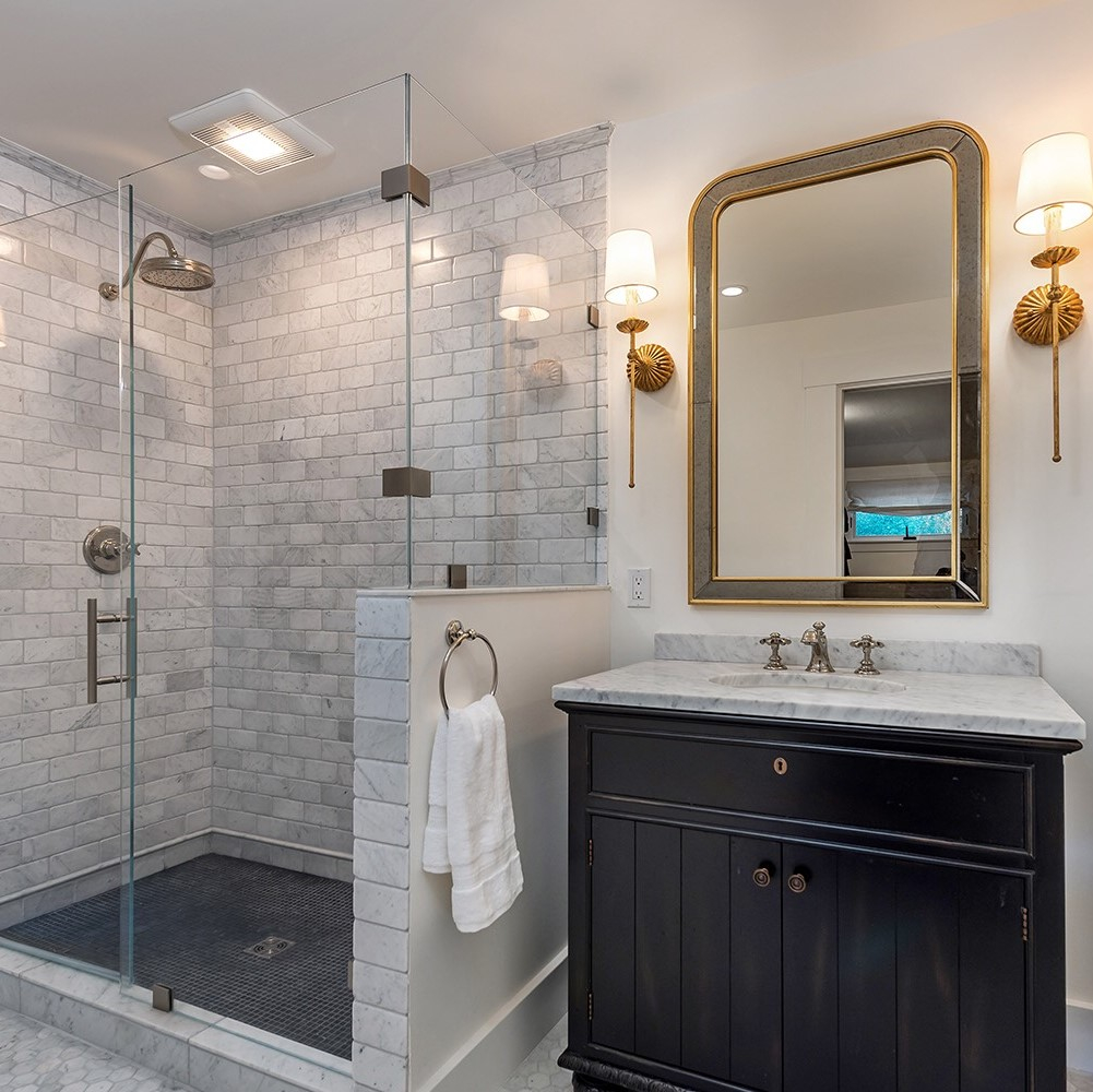 We're back in the office and bringing you the latest project on the TBD website, Washington Avenue!  For more: https://www.tamabell.com/washington-avenue-renovation…  Photo Credit: @PhotoMcCloud . . #bathroomrenovation #bathroomstyle #bathroomtiles #vanitydesign #bathroomsconces #hexagontiles #masterbathroompic.twitter.com/4MqafdnJlY