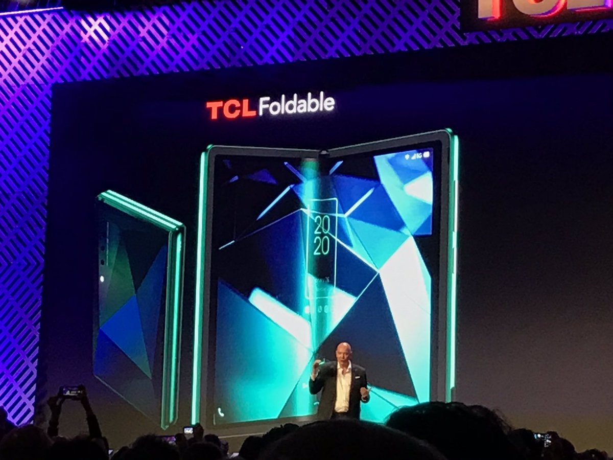 #TCL jumping on the bandwagon with a foldable phone!  . . . . . #ces #ces2020 #cesunveiled #tclfoldable #tclphone #foldingphone #samsungfold #android #smartphonepic.twitter.com/acDuHFtdg0