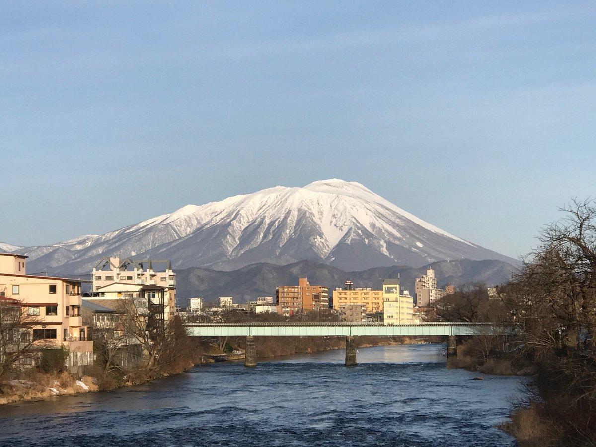 おはようございます。 2020年になって初!今朝の岩手山です。 今朝は冷え込みましたね。 #iiiwate #盛岡市 #冬のおすすめ写真 #岩手山 #山田線 #北上川 #夕顔瀬橋