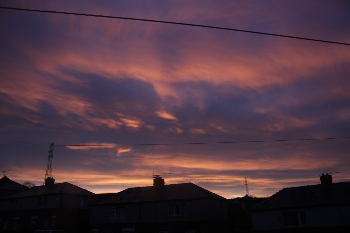 #CloudsForJK #vantae  Note* first and second picture were taken 3 minutes apart at sunrise <br>http://pic.twitter.com/EnARXoenHv