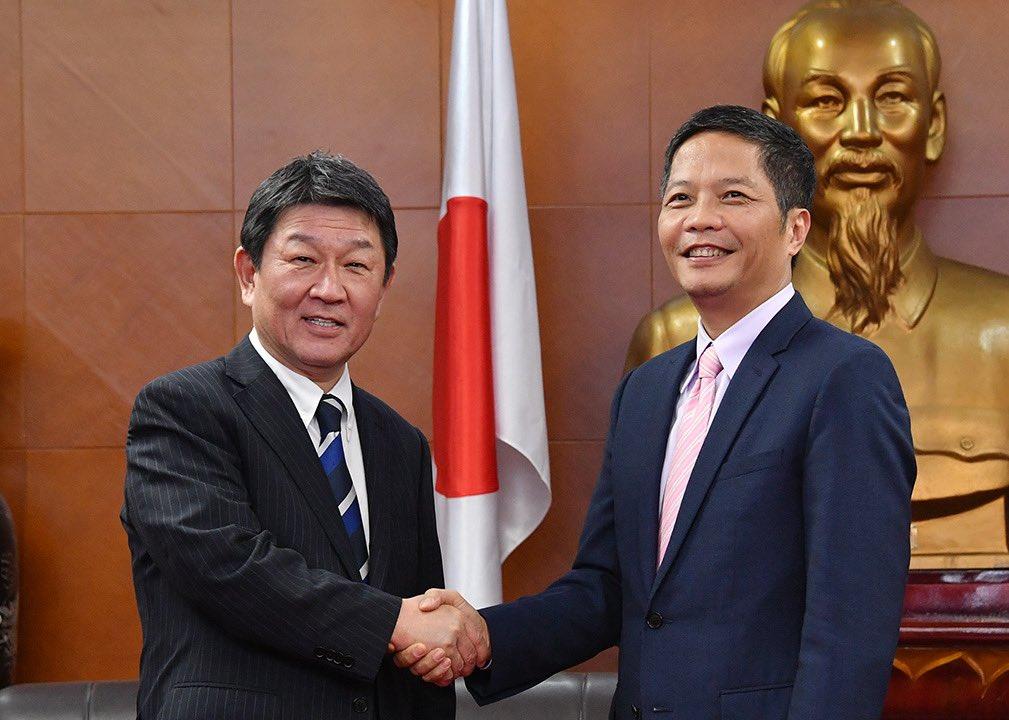 """茂木敏充 в Twitter: """"ベトナムでは、フック首相への表敬、ミン副首相 ..."""