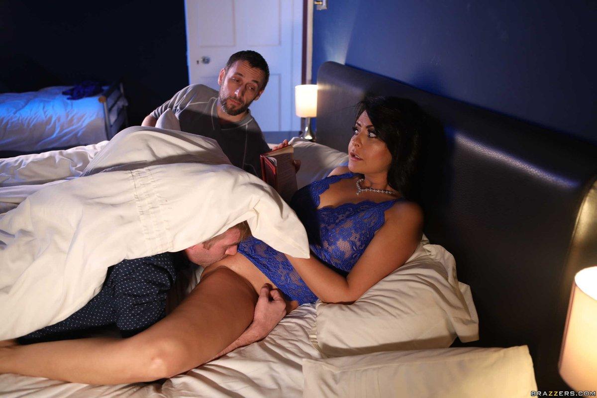 Порно японка изменяет мужу пока он спит