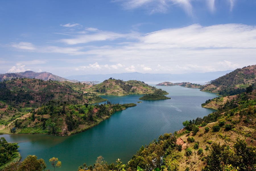 After your magical #Rwandagorillatour, explore the hidden tropical gem of lake Kivu and enjoy the serene beauty of this tranquil lake as you soak in the African sun on its white-sand beaches. https://t.co/wjQTVapmsK https://t.co/zlgGV5f1MX https://t.co/jsPIYL02N9 #rwandatour https://t.co/HPOoJJG7oR