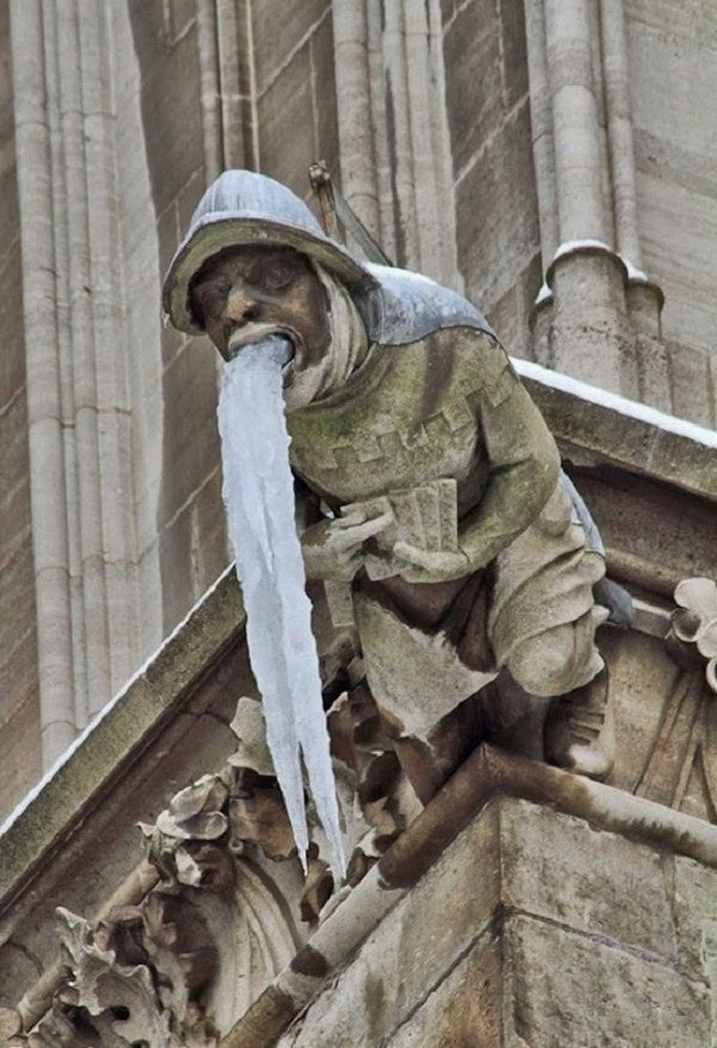 Кто такая Горгулья и для чего она нужна.  Средневековый юмор в архитектуре западной Европы, смешные фото горгулий. Забавные и смешные фото горгулий на зданиях и в архитектуре средневековой западной Европы. Для чего были нужны гаргульи, кто они такие и что за существа