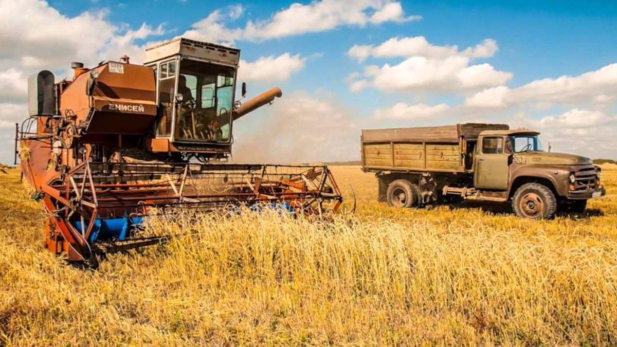 картинки советских тракторов и комбайнов