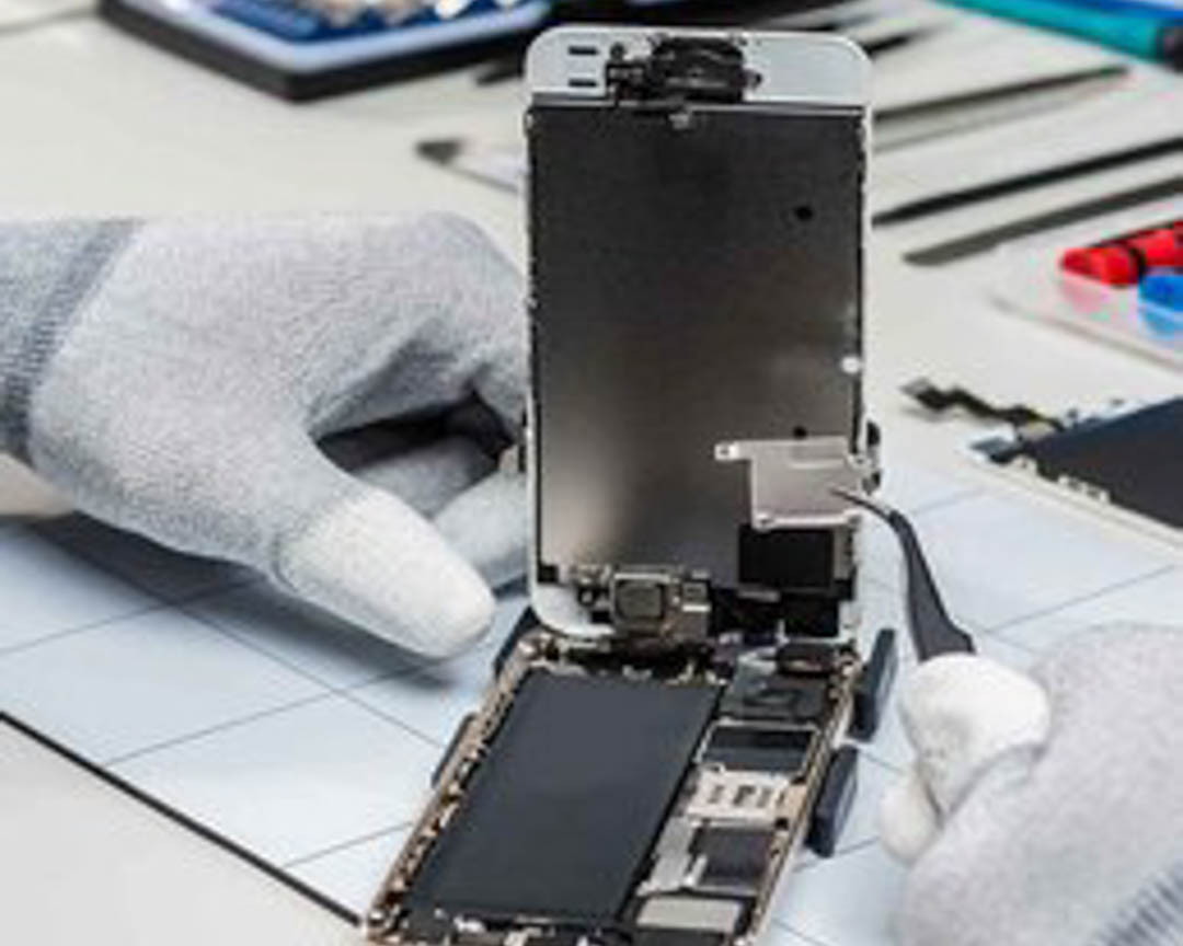 We are here to answer any questions you may have regarding our Device Repairs services. Contact us today for more information at (479) 777-8693 or visit our website! #DeviceRepair #ElectronicRepair #MobilePhoneRepair http://bit.ly/2LGfmHUpic.twitter.com/xtTyIQNX2J