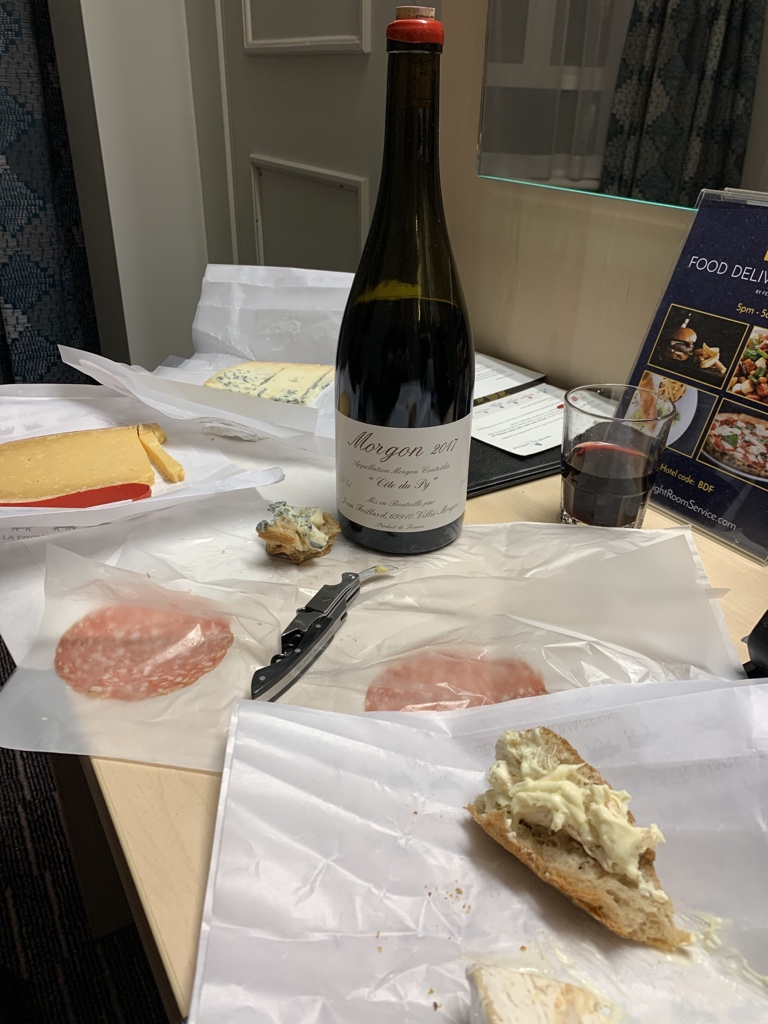 If anyone was ever cabin crew this is #delsydining on a new level #DrinkBetterWine #EatBetterCheese<br>http://pic.twitter.com/TxNBlGrH8w