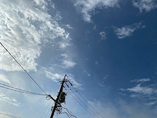 30分以上前に撮ったのにアップするの忘れてた😅 . #さっきの空 #サッキソラ #サッキノソラ #ノンフィルター #ノーフィルター #青空 #あおぞら #bluesky #空 #そら #sky #雲 #くも #cloud #clouds #電柱 #utilitypole