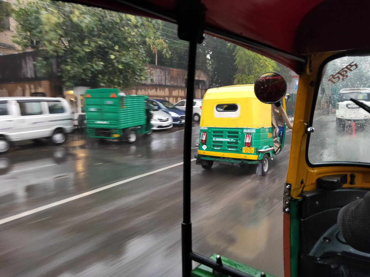 As if the cold winters weren't enough, it's raining in Delhi. Been lucky to find a rick in this rain. #delhiwinters #onmywaytowork pic.twitter.com/vX3CpTBNXu