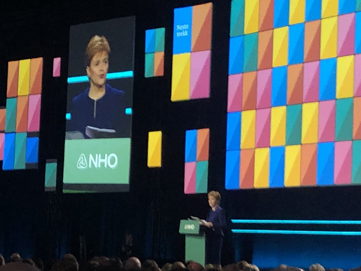 60% of scottish people voted remain but are forced to Brexit. @NicolaSturgeon at @NHO_no conference #NesteTrekk with Norwegian primeminister @erna_solberg - together for further good partnership and trade between our countries, working towards zero emmision future.