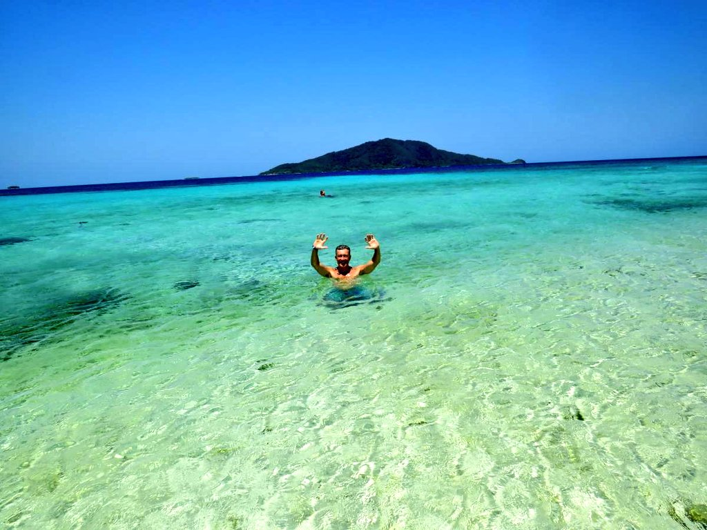@visitcentroamer #CayosCochinos in #Honduras was one of the highlights of my last #CentralAmerica trip! Some of the best #snorkeling in the #Caribbean!  Read about my #CentralAmerican adventures in @latinolifeuk magazine:   #VisitCentralAmerica #VisitHonduras #Garifuna