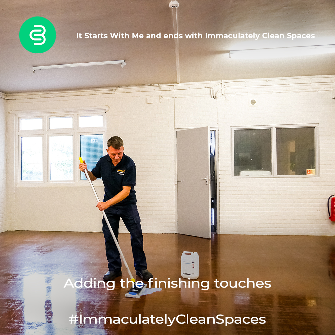 Et voila, the floor looks amazing! #ImmaculatelyCleanSpaces by @Cleanbrite (UK) Limited   #beforeandafter #satisfyingposts #cleaningcompany #transformationpic.twitter.com/You2l3AY76
