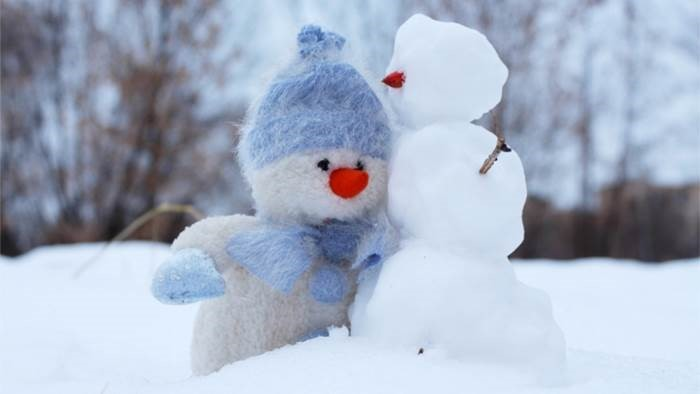 """The cold weather and dark days of winter can get us down and lead to """"Winter Blues"""". Join for a free workshop on January 27th to learn about dealing with low mood, feeling lonely, and more serious issues like Seasonal Affective Disorder and depression. bit.ly/winterblueswor…"""