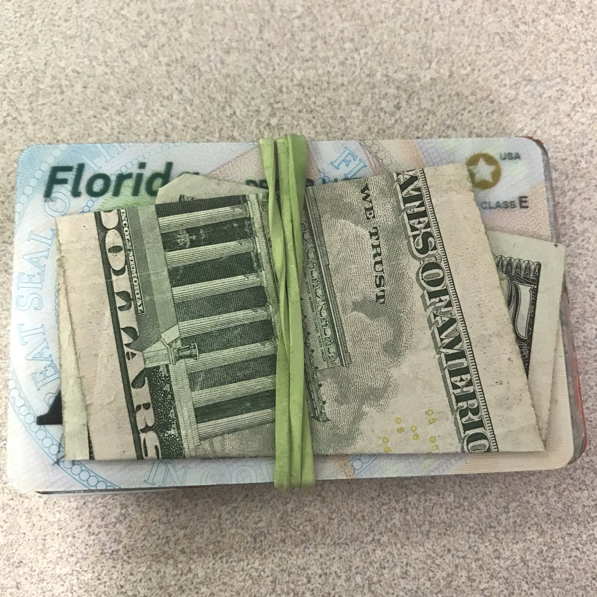 @Bob_Janke Rubber band wallet is the only wallet for me