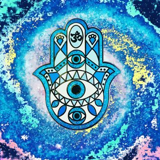 Available to purchase in my Etsy shop now! http://www.etsy.com/shop/angelramblings … #pingame #fashion #etsy #pingamestrong #LimitedEdition @etsy #evileye #handofhamsa #hamsa #lapelpin #glitter #handoffatima pic.twitter.com/ISOgXAaDka
