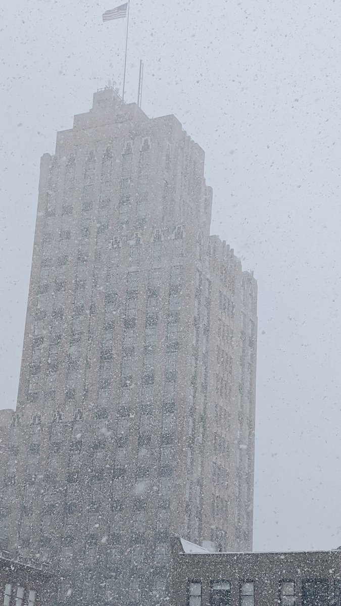Got caught in the snow squall today and it looked beautiful in #DowntownSyracuse I wish we could leave up the holiday lights all winter long <br>http://pic.twitter.com/n3JkE0THsH
