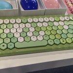 ついつい押したくなる?見た目も色も可愛いキーボードたち!