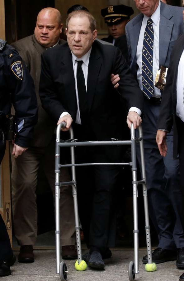 Wow, incredible shots of Harvey Weinstein arriving in court this morning!