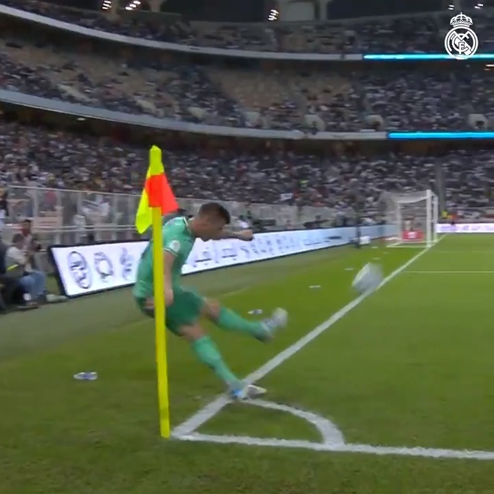 Can't stop watching this Toni Kroos Olímpico 🤯🎯(via @realmadriden)
