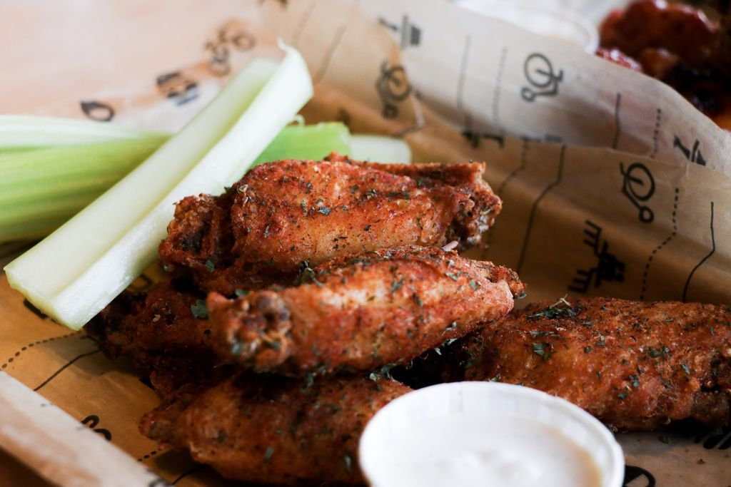 WING NIGHT Come get the saucy specials every Wednesday at Nano Brew! 6 for $7 or 12 for $12, with your choice of seven different sauces! #nanobrewcleveland  Comedy starts at 9PM pic.twitter.com/YXWge4InAU