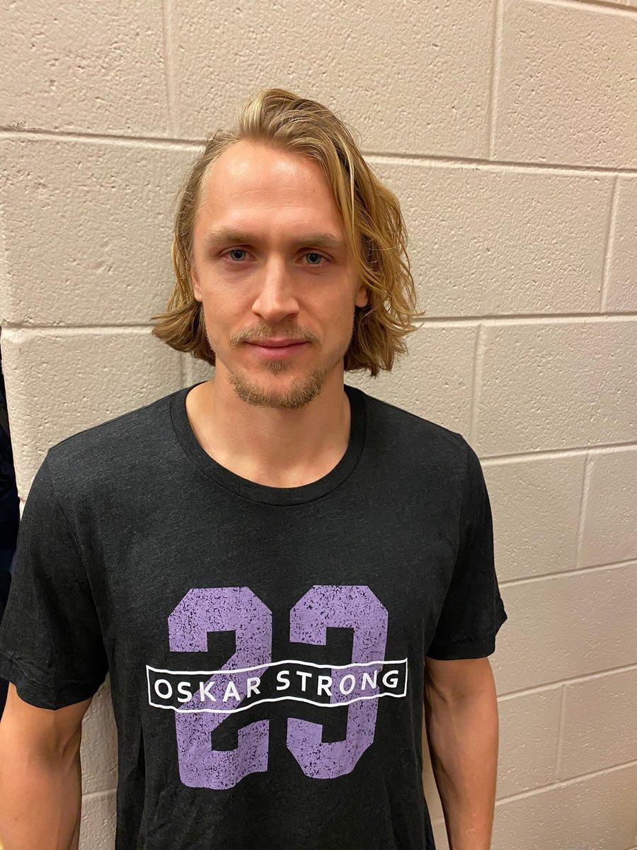 Carl Hagelin and Nicklas Backstrom wearing #OskarStrong shirts tonight to support their fellow Swede Oskar Lindblom<br>http://pic.twitter.com/fMCvRDg12r