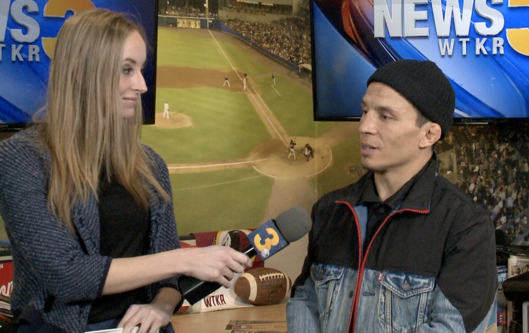 I got to catch up with @ufc fighter Joseph Benavidez (@JoeJitsu), who stopped by Norfolk ahead of February's flyweight title fight vs. Deiveson Figueiredo  Full one-on-one interview here: https://t.co/0jPMmPTrtl https://t.co/gbMIkLb5ea