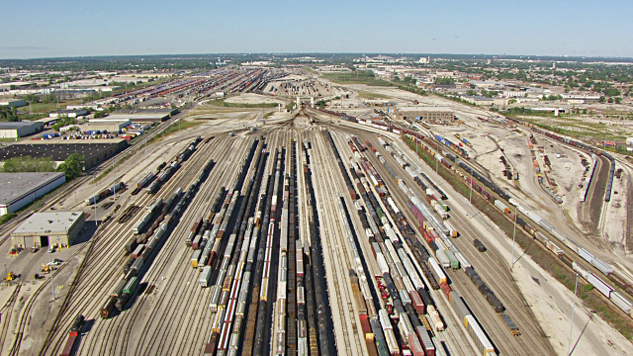 """David Perell on Twitter: """"The Belt Railway is the largest train switching  company in America. They dispatch ~8,400 cars per day. And it's based in...  you guessed it!... Chicago. https://t.co/B00DUOXUHJ…  https://t.co/jyvTUMVWyi"""""""