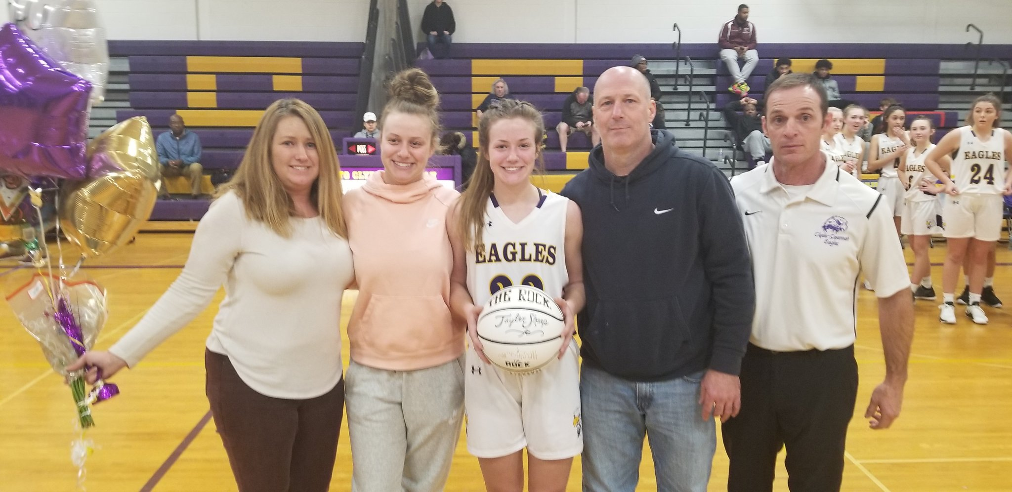 W-FL Wednesday: Tayler Sharp scores 1,000th point in loss to Lyons; Victor boys improve to 9-0