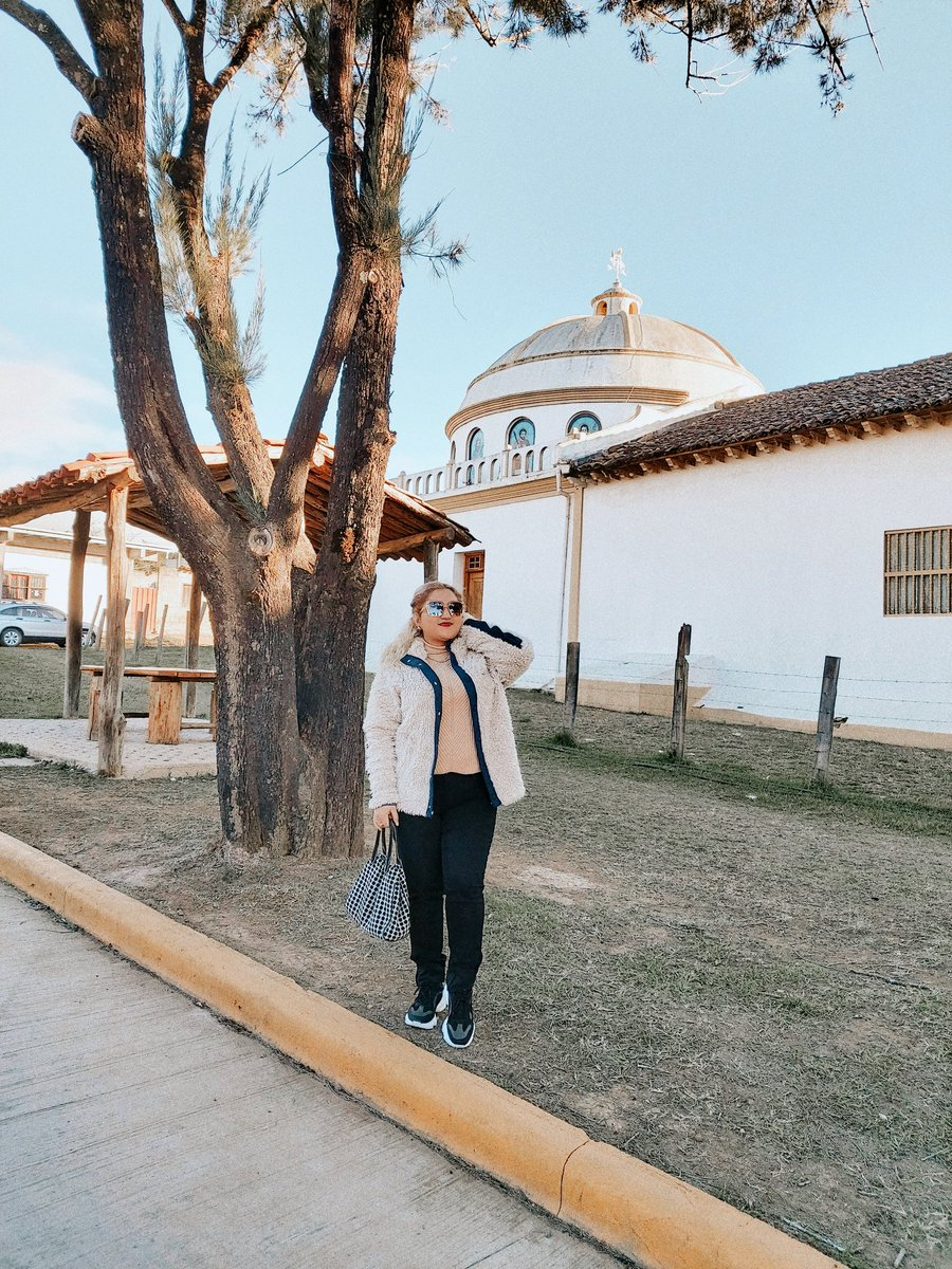 Enamorada de esos pueblitos con encanto! 💒🕍💛 ---------------------------------------------- Falling in love with places again and again. 📍🦋🇭🇳 • • #magicalplaces #travelphotography #femmetravel #pueblosmagicos #travelblogger #travelstyle #hondurasisgreat #descubre_honduras