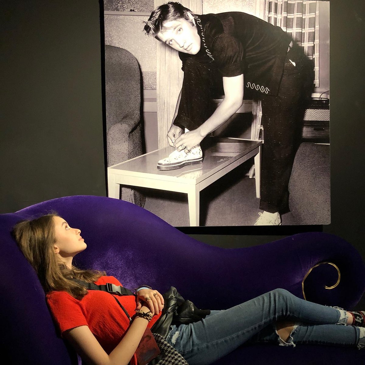 On my Top 10 list of people I'd love to sit on a couch & chat with... The King! Happy 85th Birthday Elvis!  And if anyone knows how I can get those shoes (replica is ok), please share! #elvispresley #happybirthdayelvis #Elvis85 #thekingofrocknroll #iloveshoes #ZenSimonepic.twitter.com/lPg3AB01A4 – at Graceland