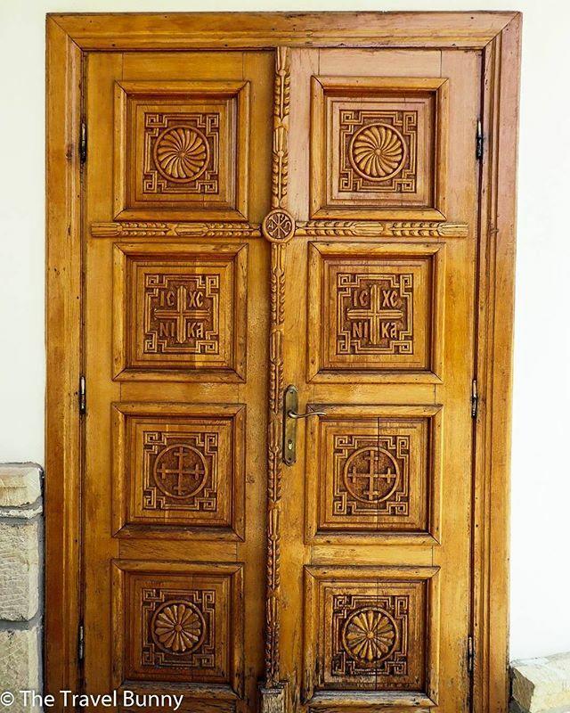 #wood #woodworking #doorsandwindows_one #doorsoftheworld #doortodoor #woodsculpture #woodenfurniture #doortraits #woodworkers #woodwork_feature #woodenarchitecture #interiordesignlovers #doorhunters #woodendesign #doors_and_windows #doordecoration #interiordesignstudio #inte…