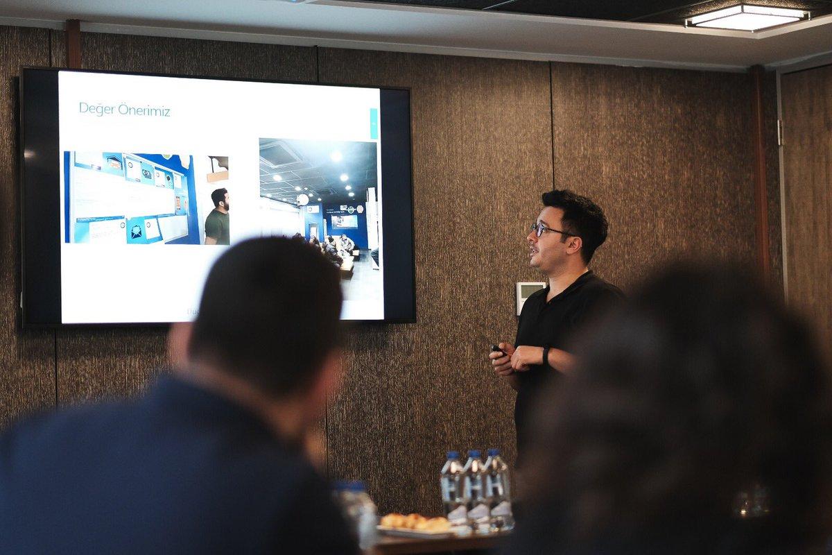 Genç girişimciler için yürütülen StartUpCampus Programı, 10 hafta içine 4 atölye, 4 Founder's Forum, birebir mentörlükler ve 2 Demo Day sığdırdı. 13 girişimcinin yaptığı yatırımcı sunumu sonrası aldığı geri bildirimlerle Demo Day ve programın ikinci dönemini tamamladık!