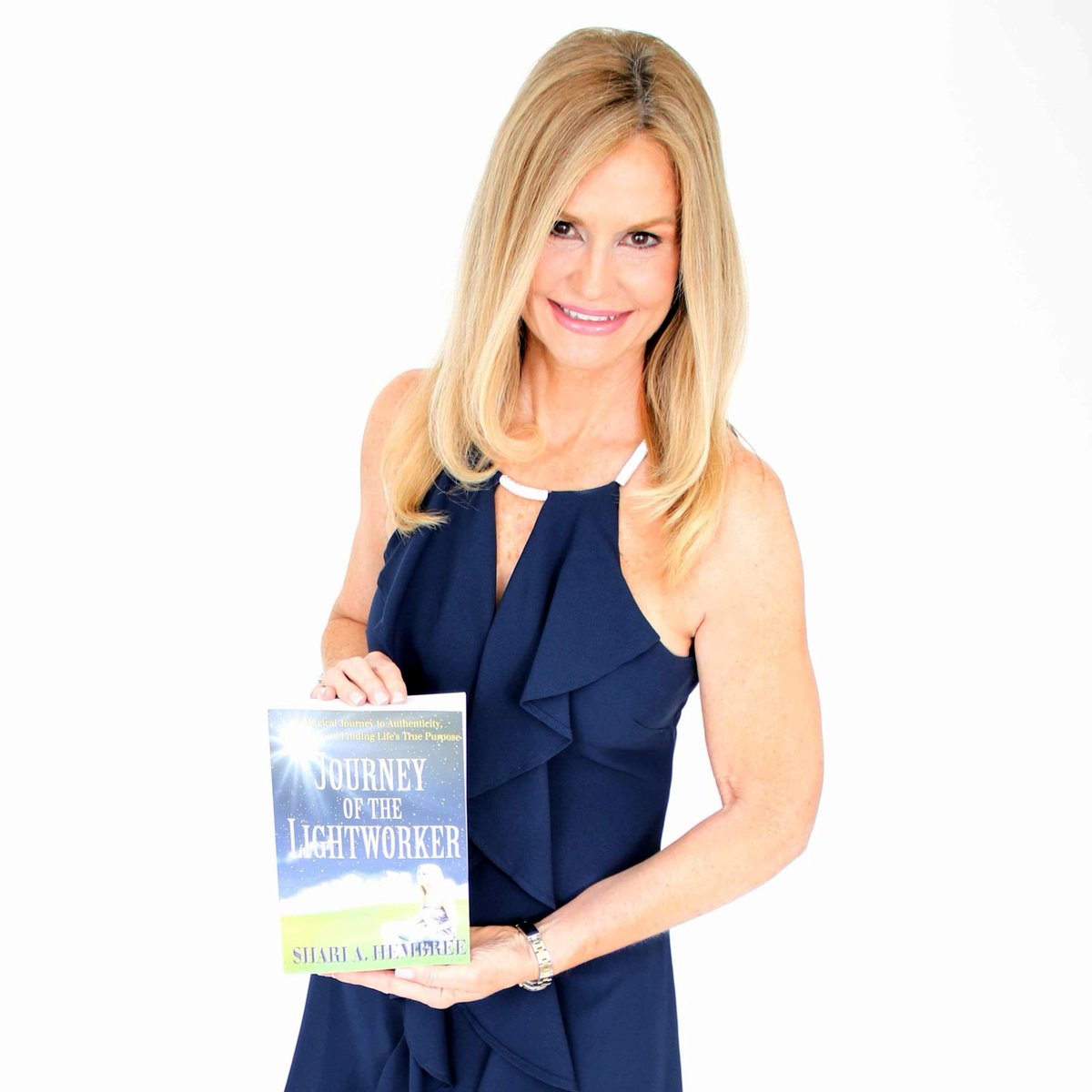 Thanks to my AMAZING friends who came out Tuesday night to celebrate the launch of my book, Journey of the Lightworker! I am so blessed to have each and every one of you in my life. XO Shari #journeyofthelightworker #book #lightworker #lightworkers #party #love #friends