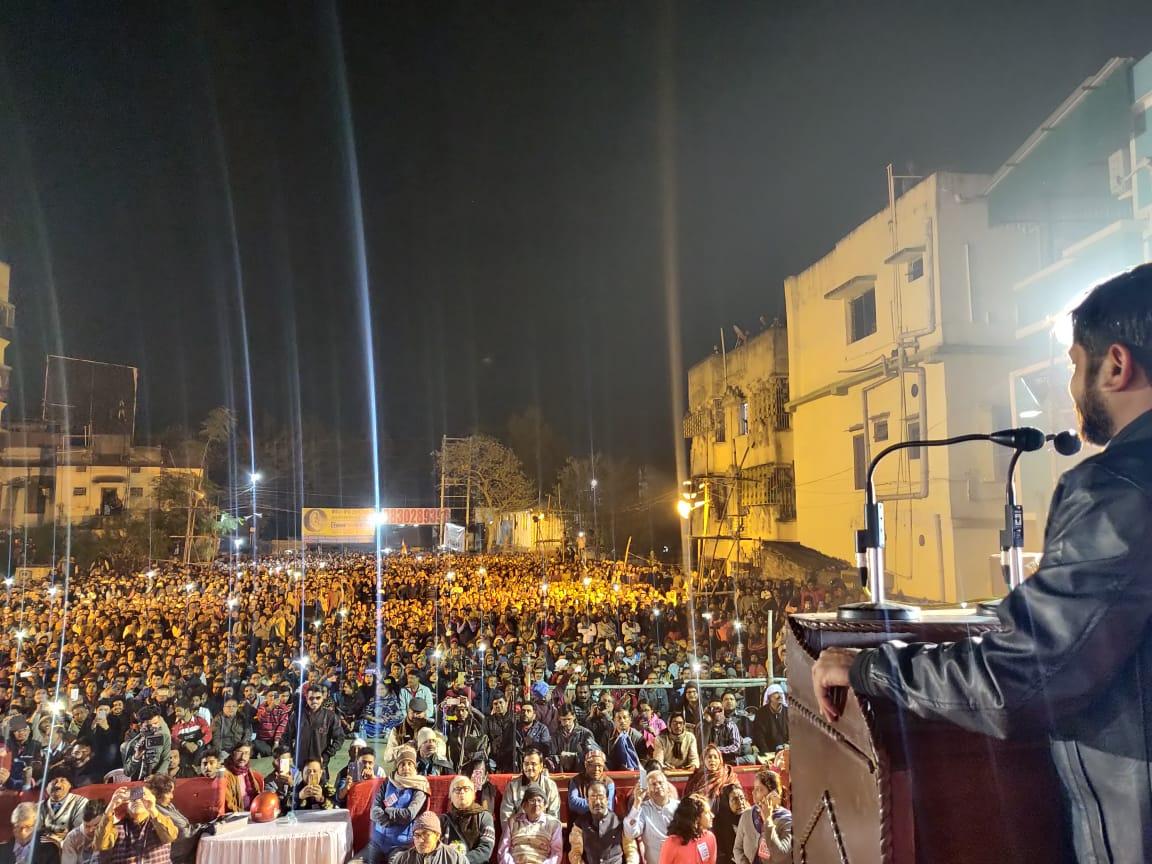 आज नेताजी सुभाष चन्द्र बोस जयन्ती के अवसर पर कोलकाता मेंCAA-NRC-NPR के विरोध में सभा हुई।नेताजी ने युवाओं को सिखाया है कि आजादी भीख नहीं अधिकार है।आज अगर नेताजी होते तो आजाद हिंद फौज के लिए जय हिन्द का नारा देने वाले अपने साथी जैनुल अबिदीन के साथ मिलकर इस काले कानून का विरोध करते