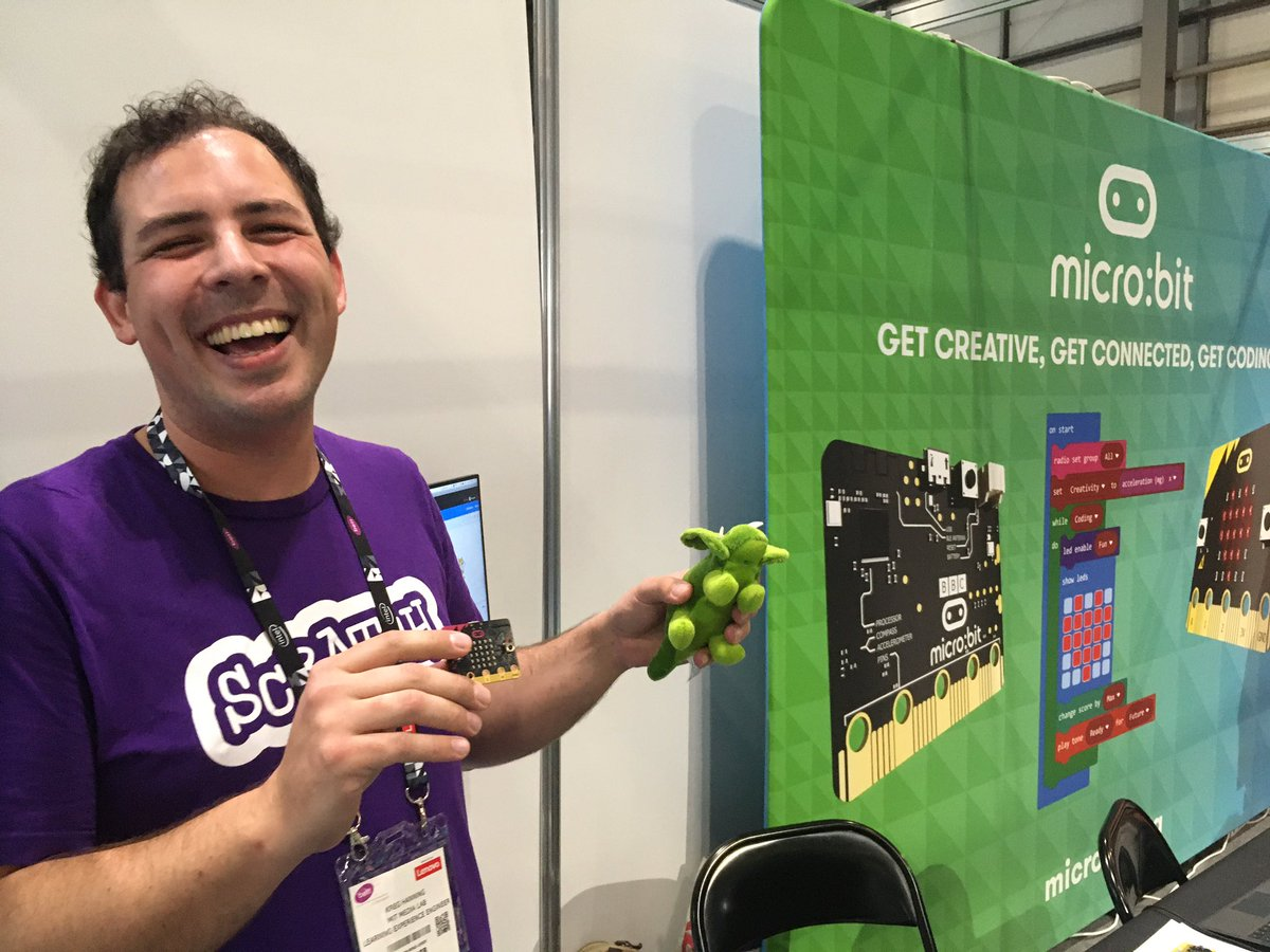 Kreg from Scratch team at MIT's 1.30pm Scratch #microbit workshop about to start on stand SA40 #bett2020 - drop in!