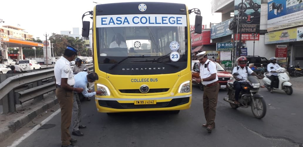 Today evening cases are being booked for use of irregular pressure horn and head lights #SafetyFirst #roadsafety in #Coimbatore<br>http://pic.twitter.com/rZLEbWwL75