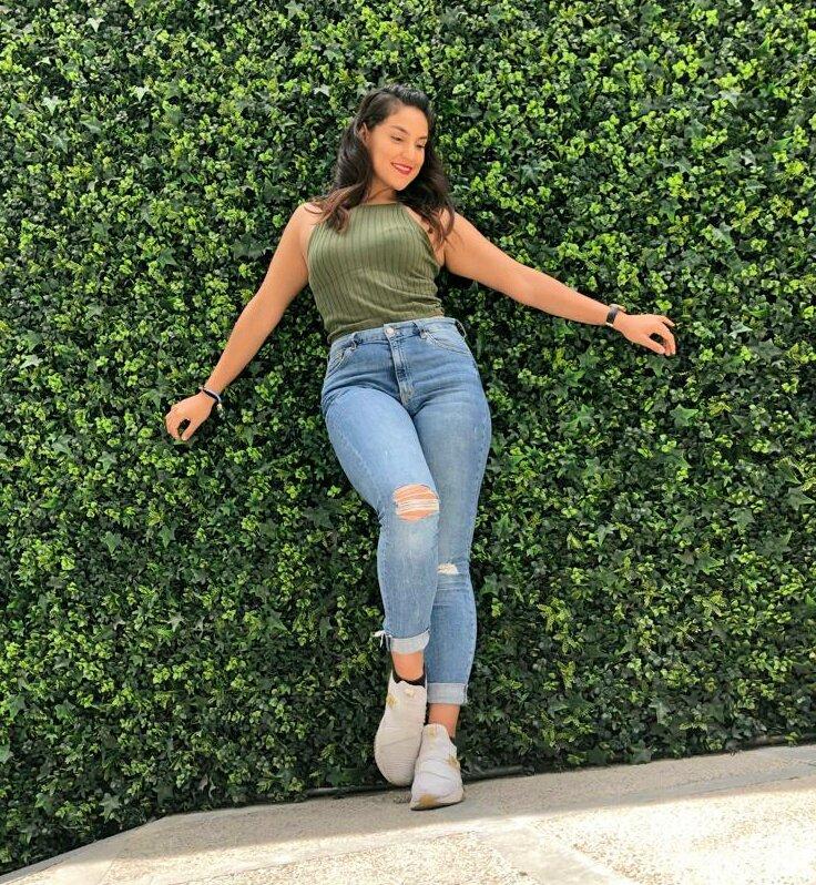 No dejes que termine el día sin haber crecido un poco, sin haber sido feliz, sin haber aumentado tus sueños. Valora la belleza de las cosas simples.  Gran jueves!  📸 @GioArencibia   #girl #dancer #belleza #lifestyle #BeautifulGirl #CDMX #DIOSAS #juventud #viviresincreible