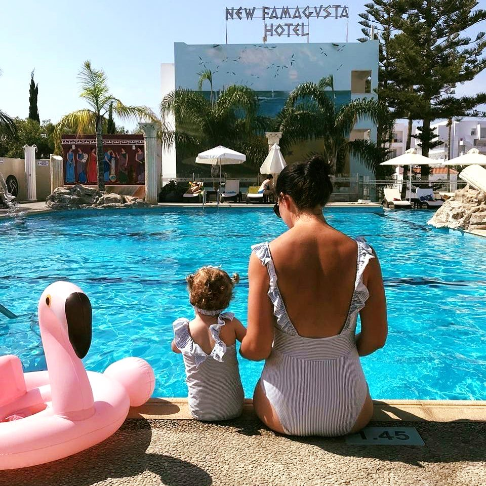 Twinning at New Famagusta! 👯‍♀️  [photo: @nonna_malaniya ] #newfamagustahotel #ayianapa #family #travel #vacation #cyprus #pool