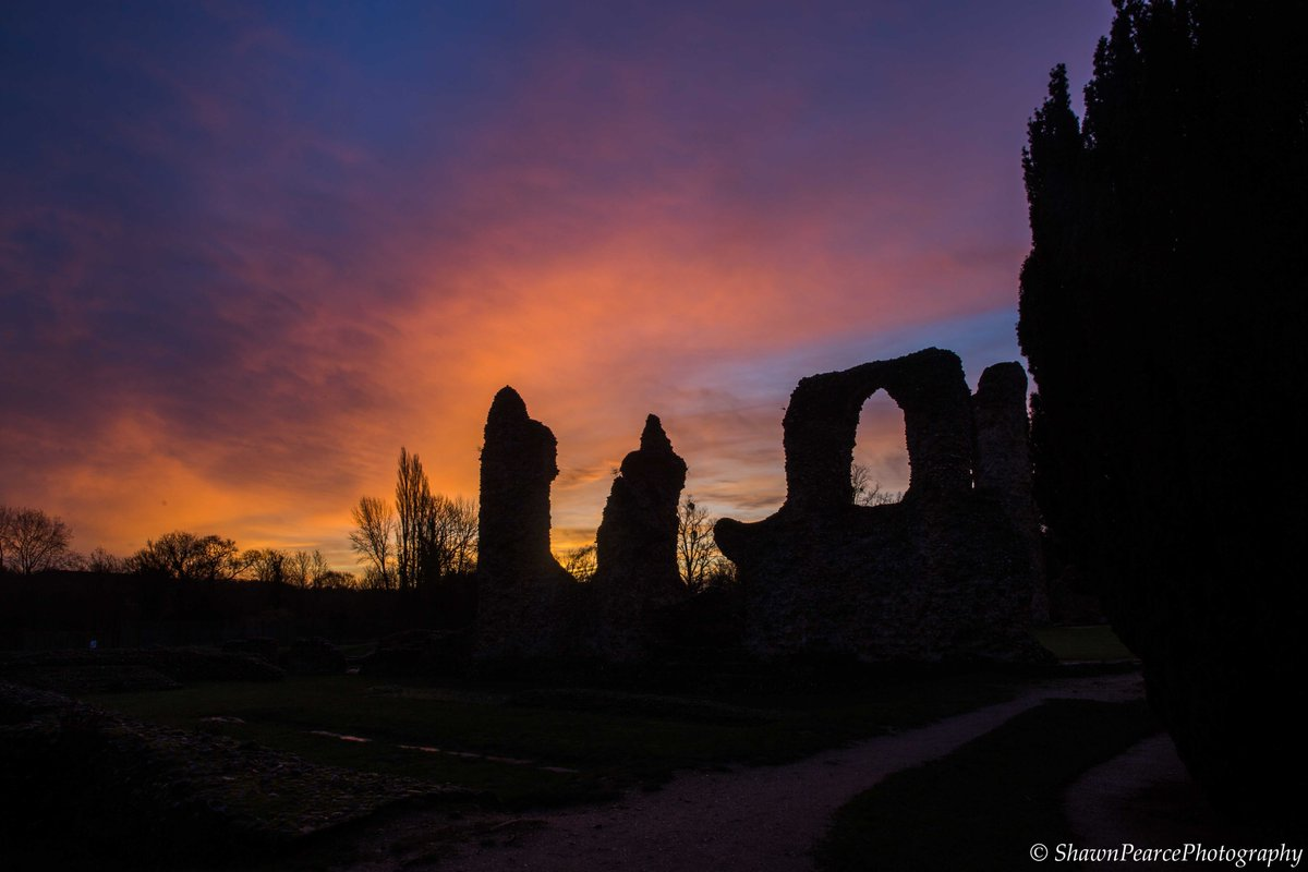 #TBThursday #sunrise #AbbeyGardens #BuryStEdmunds #Suffolk last week! @ourburysteds @BuryStEdBeyond @wlbse @Eastmagazines @suffolkmag @UniquelyMag @allaboutsuffolk @Suffolkdays @DiscoverSuffolk @HeartOfSuffolk @suffolk_tourism @suffolknorfolk #photography #photooftheday