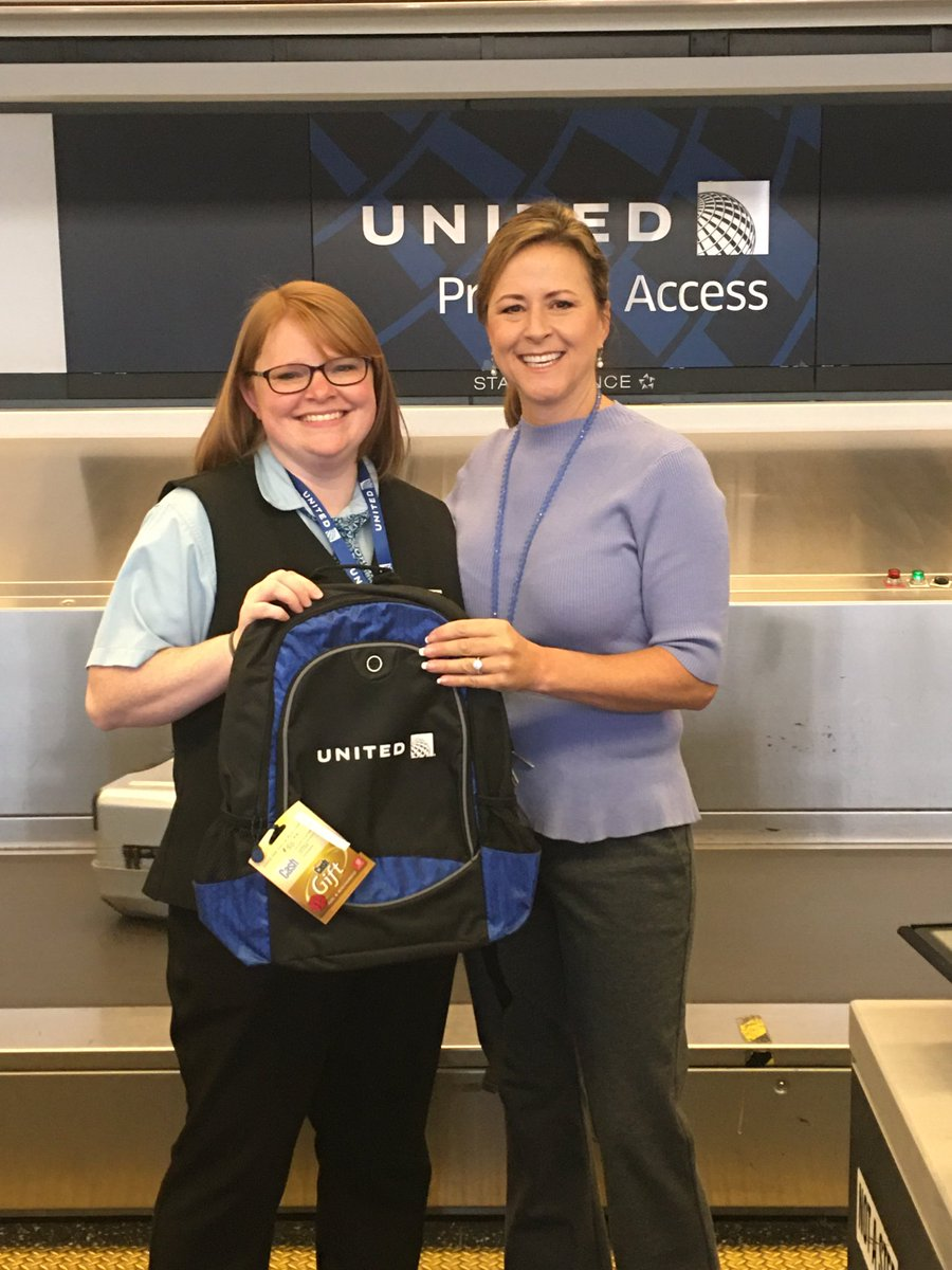 Recognizing Hollie for her dependability by having perfect attendance in December for DTW. Thank you 👏 Enjoy that backpack and free gas! #WinningTheLines ⁦@weareunited⁩ ⁦@LouFarinaccio⁩ ⁦@DTWeetin⁩