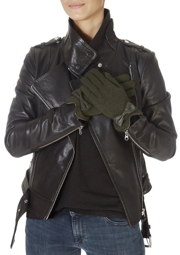 #NewArrivals like this Green Gloves With Leather Bow from #Santacana have hit our website!  #love
